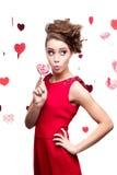 De jonge vrolijke lolly van de vrouwenholding Stock Foto's