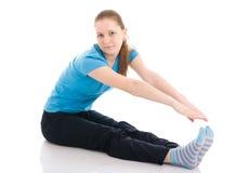 De jonge vrouw die oefening doet die op een wit wordt geïsoleerda Royalty-vrije Stock Fotografie