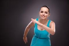 De jonge vrouw die sporten in sportconcept doen Stock Fotografie
