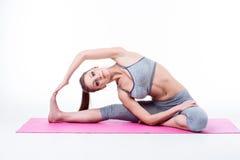 De jonge vrouw doet yoga Stock Fotografie