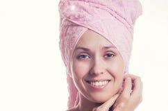 De jonge vrouw in een handdoek Stock Afbeelding