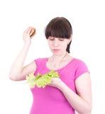 De jonge vrouw gooit een hamburger weg Stock Foto
