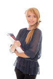De jonge vrouw houdt in handenomslagen en documenten Royalty-vrije Stock Foto's
