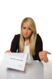 De jonge vrouw kreeg een sollicitatieverwerping verbaasde blikken Stock Fotografie