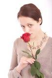 De jonge vrouw met een bloem Stock Afbeelding