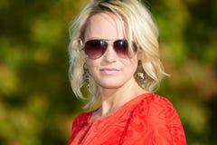 De jonge Vrouw van de Blonde in Aard Royalty-vrije Stock Afbeeldingen