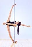 De jonge vrouw van de pooldans Stock Afbeelding