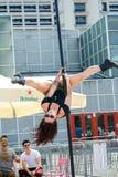 De jonge vrouw van de pooldans Stock Foto