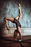 De jonge vrouw van de pooldans Stock Afbeeldingen