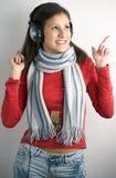 De jonge vrouw van de schoonheid met hoofdtelefoons Royalty-vrije Stock Fotografie