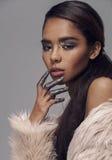 De jonge vrouw van de schoonheids Afrikaanse Amerikaanse mulat met manier maakt omhoog, de close-up van het emothionalgezicht, mo Royalty-vrije Stock Foto's