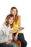 De jonge vrouwen letten op TV Stock Afbeelding
