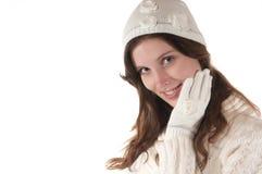 De jonge vrouwen met wit breien hoed en handschoen royalty-vrije stock foto