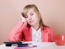 De jonge vrouwen vallen in slaap Royalty-vrije Stock Foto