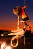 De jonge vrouwen van de pooldans Royalty-vrije Stock Foto