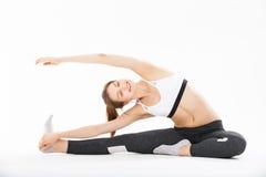 De jonge yoga van de vrouwenoefening Royalty-vrije Stock Foto's