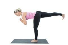 De jonge yoga van de vrouwenoefening stelt Stock Foto's