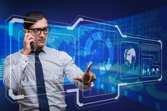 De jonge zakenman in de gegevensverwerking van concept stock foto's