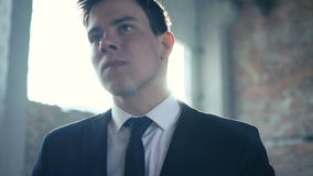 De jonge zakenman die zijn zaken verloor 4K stock video