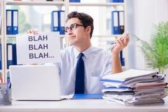 De jonge zakenman in efficiënt communicatie concept stock afbeeldingen