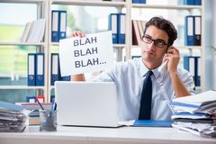 De jonge zakenman in efficiënt communicatie concept royalty-vrije stock afbeelding