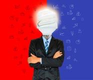 De jonge zakenman heeft een hoofd als lamp met creativiteit voor succes Stock Afbeelding