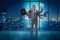 De jonge zakenman in multitasking concept stock afbeelding