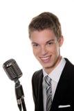 De jonge zanger met retro mic zingt karaoke Royalty-vrije Stock Foto