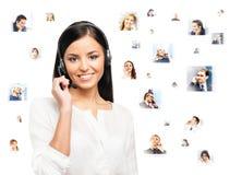 De jonge, zekere en mooie klantenondersteuningsexploitant isoleert Stock Afbeelding