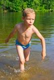De jongen baadt Royalty-vrije Stock Fotografie