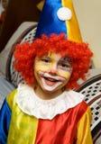 De jongen die clown draagt Stock Foto