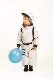 De jongen die van de astronaut een ballon houdt royalty-vrije stock afbeeldingen