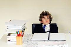 De jongen die van de school bored kijkt royalty-vrije stock foto