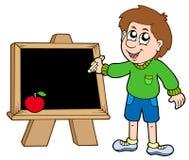 De jongen die van de school op bord schrijft Stock Fotografie