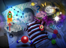 De Jongen die van de wetenschap en het Leren Ruimte onderzoekt Stock Afbeeldingen