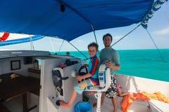 De jongen drijft catamaran royalty-vrije stock afbeeldingen
