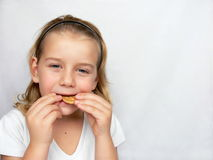 De jongen eet koekjes Royalty-vrije Stock Foto