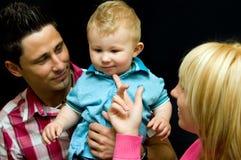 De jongen en de volwassenenportret van de baby Stock Foto