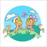 De jongen en het meisje bekijken vlinder Stock Foto's