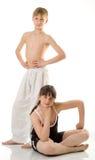 De jongen en het meisje bij sport stock foto's