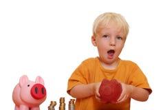 De jongen heft zijn piggybank op Royalty-vrije Stock Fotografie