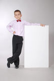De jongen houdt witte raad Royalty-vrije Stock Fotografie