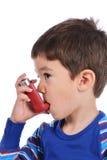 De jongen inhaleert zich Royalty-vrije Stock Fotografie