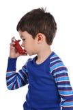 De jongen inhaleert zich Royalty-vrije Stock Foto