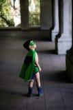De jongen kleedde zich omhoog als superhero Royalty-vrije Stock Fotografie