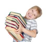 De jongen leest het boek Royalty-vrije Stock Afbeeldingen