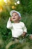 De jongen onder de zon Royalty-vrije Stock Afbeeldingen