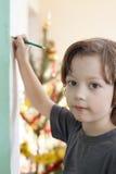 De jongen trekt op muur Stock Afbeelding