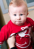 De jongen van de baby die door moeder wordt gehouden stock fotografie