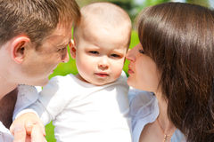 De jongen van de baby en zijn ouders Stock Afbeelding